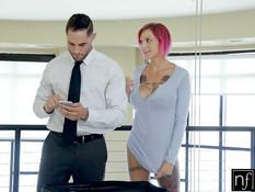 Грудастая девка с татуировками Anna Bell Peaks ебётся с мужчиной