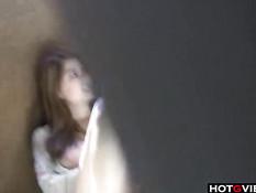 Девушка с большими сиськами использует различные секс игрушки