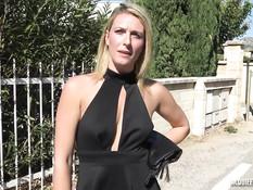 Светловолосая француженка с пирсингом в киске оттрахана в анус
