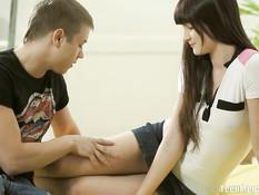 После отсоса паренёк отодрал русскую девку во влагалище и попу