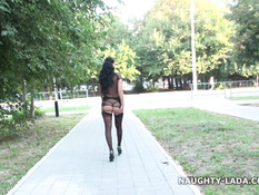 Грудастая русская развратница Naughty Lada голышом гуляет по городу