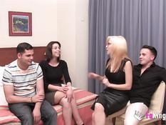 Две молодые испанские пары встретились чтобы заняться групповым сексом