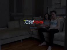 Он показал своей подруге порнуху и отымел молодую шатенку на диване