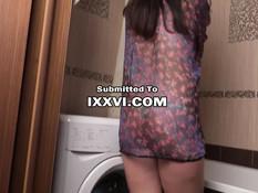 Парень зашёл в ванную и оттрахал принимавшую душ русскую подружку
