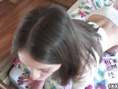 Подрочил подсматривая за русской девушкой и отодрал её в бритую писю