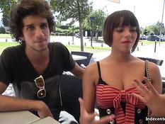 Две девушки ласкали друг дружку в уличном кафе и ебались с парнями