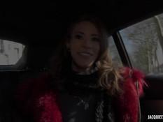 Длинноногая француженка ебётся в киску и анал в автомобиле и в лесу