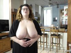 Он заглянул в гости к сисястой толстухе и оттрахал её после минета