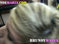 Блондинка в стрингах делала минет и ебалась не снимая трусиков