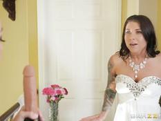 Бывшая любовница лесбиянка пришла на свадьбу и отстрапонила невесту