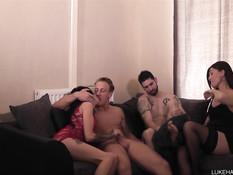 Две английские пары занялись групповым сексом на свинг вечеринке
