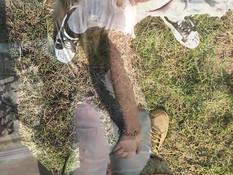 Бойфренд привёз в поле юную блондинку и отодрал в анал в позе раком