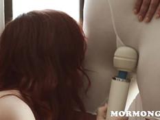 Рыжая девчонка занимается лесбийской любовью со зрелой женщиной