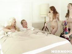 Четыре подружки с утра предложили парню заняться групповым сексом