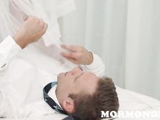 Грудастая отымела парня в позе наездницы и получила сперму на грудь