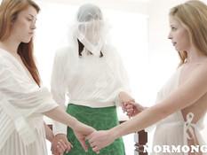 Стеснительную девушку отымели фаллосом две опытные подруги лесбиянки