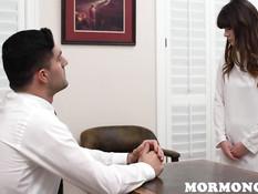 Мужчина оттрахал возбуждённую девчонку после совместной мастурбации