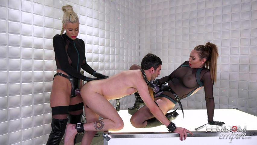 фото женщина страпонит своего раба даже самых неожиданных