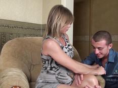 Раздел беременную русскую блондинку и отпердолил в киску и анус