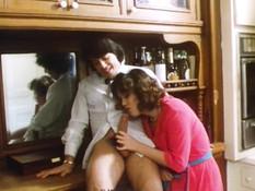 Грудастая женщина делает пареньку минет и трахается с ним на кухне