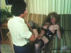 Секретарша в чёрном нижнем белье предложила боссу заняться сексом