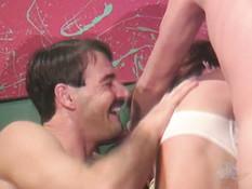 Две девушки в белом белье оттраханы двумя парнями в волосатые киски