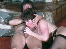 Двое мужиков отпердолили грудастую брюнетку в анал и обкончали жопу