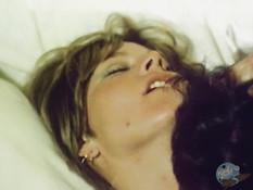 Ненасытная блондинка выдрочила сперму после бешеного секса с мужиком