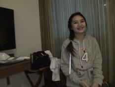 Парень отымел в своём номере азиатскую девушку и залил киску спермой