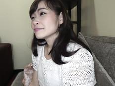 Мужчина привёл домой худую азиатскую девку и оттрахал её на кровати