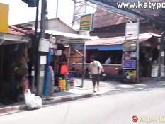 Сделал куни голубоглазой тайской девушке и отымел в киску на кровати