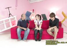 Молодая японка с красивой грудью сквиртует и получает сперму в киску