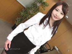 Мужчины в масках в офисе отымели и обкончали милую японскую девушку