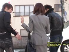 Японские ребята сняли грудастую девушку в очках и отымели в киску