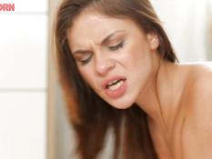 Знойная русская девушка дала парню отодрать себя во влагалище и анус