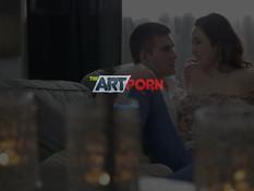 После романтического свидания молодая пара занялась сексом на диване