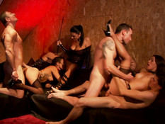 Три развратные французские пары занимаются жёстким групповым сексом