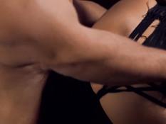 Сисястая брюнетка в красивом чёрном белье трахается с молодым парнем