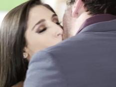 Опытный любовник отпердолил во влагалище и анус молоденькую шатенку