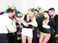 На праздничной вечеринке три красивые пары занимаются свинг сексом