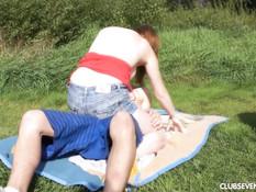 Привёл сисястую молодую подругу на берег реки и отымел в бритую писю