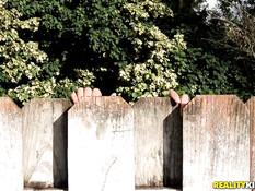 Две худенькие молодые негритянки занимаются лесби сексом во дворе