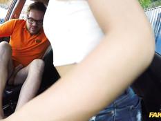 Знойная мулаточка занимается сексом с инструктором по вождению