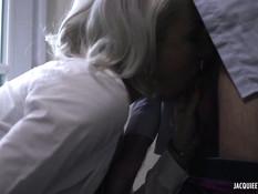 Парни сделали двойное проникновение сиськастой французской мамочке
