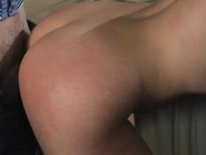 Велел раздеться русской секс рабыне и отхлестал по голой заднице
