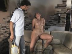 Привязал к стулу русскую секс рабыню и оттрахал большим вибратором