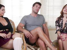 Строгий мускулистый мужик связал и отпердолил двух сисястых девок