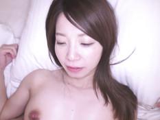 Мужчина сделал куннилингус и оттрахал беременную японку на кровати