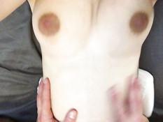 Беременная жена подрочила член и вставила его в свою выбритую киску