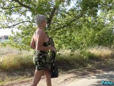 Любитель пикапа снял сисястую латинскую блондинку и отъебал на дороге